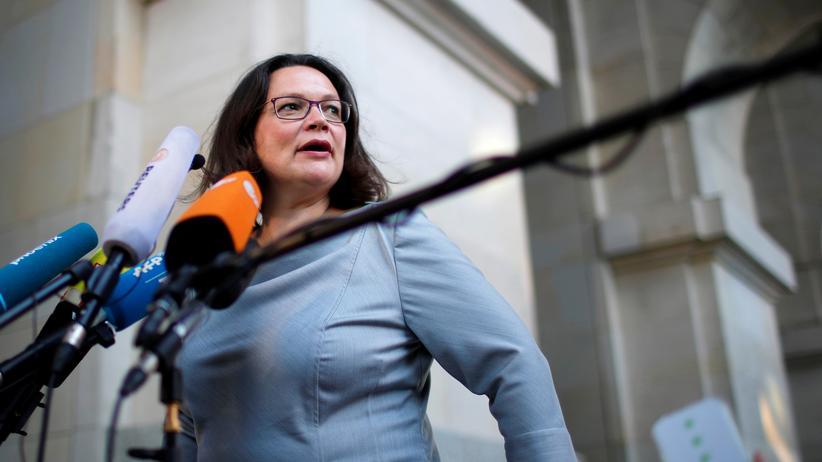 Rentenpolitik: SPD-Chefin Andrea Nahles geht im Rentenstreit vorerst auf die Union ein.