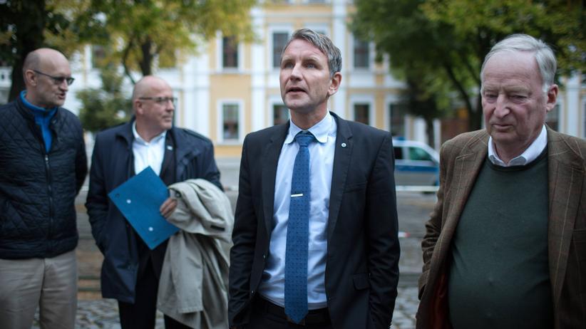 AfD: Björn Höcke (M.), mit AfD-Bundeschef Alexander Gauland (r.)