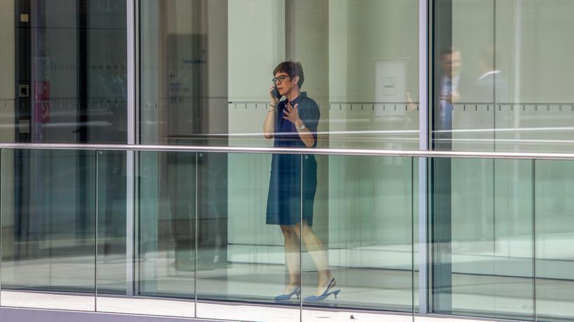 Hans-Georg Maaßen: CDU-Generalsekretärin Annegret Kramp-Karrenbauer