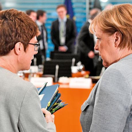 Annegret Kramp-Karrenbauer: Tanz um die Macht
