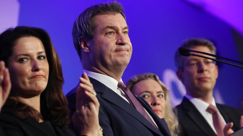 Bayern: Lange Gesichter beim Wahlabend der CSU in München