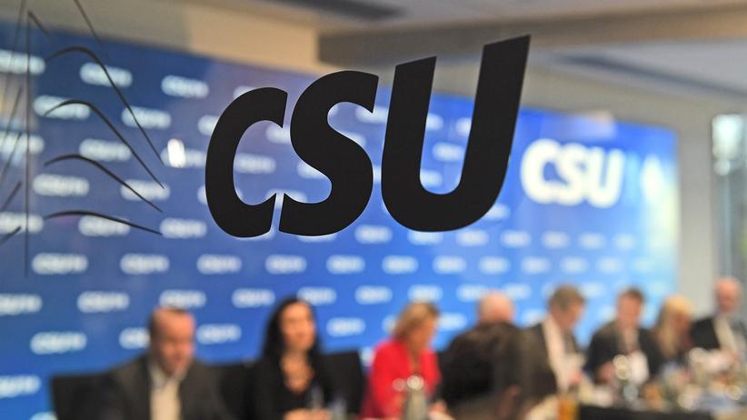 Landtagswahl in Bayern: CSU laut Umfrage nur noch bei 33 Prozent