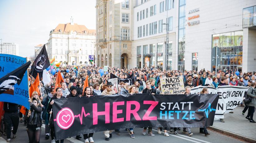 Dresden: 10.000 Menschen demonstrieren für Toleranz und gegen Pegida