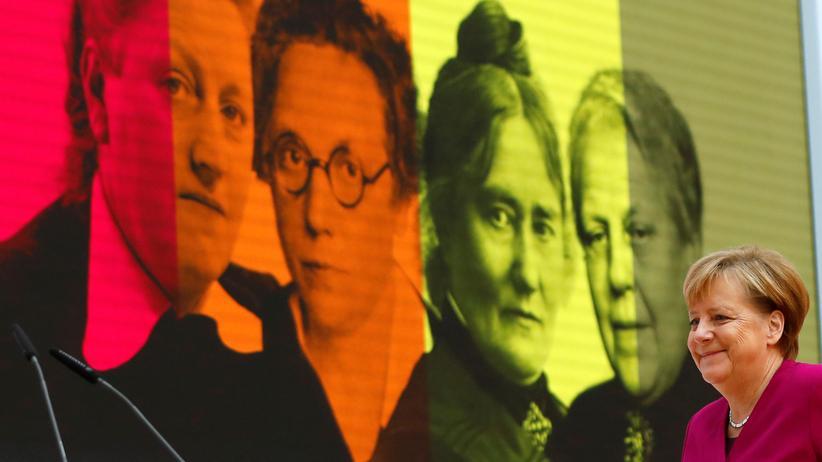 100 Jahre Frauenwahlrecht: Angela Merkel fordert vollständige Parität