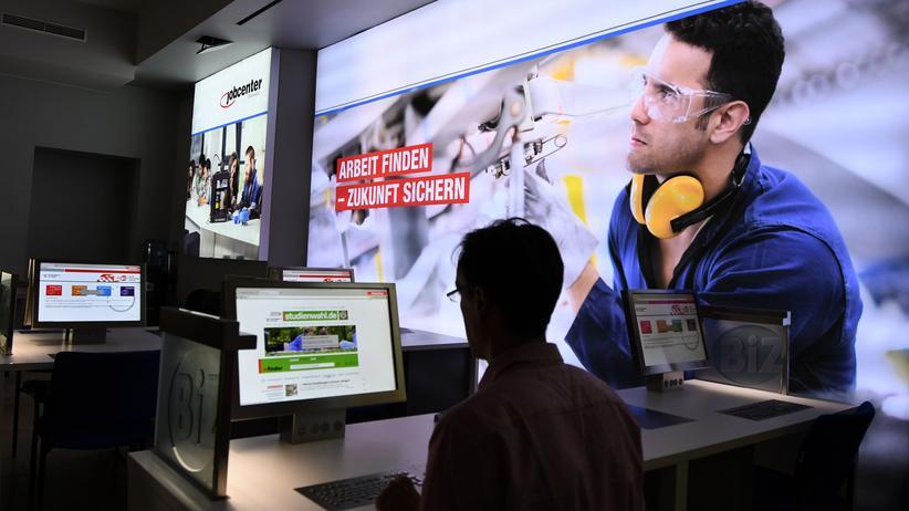 Hartz IV: Blick in ein Jobcenter: In Deutschland diskutieren die Parteien über eine Reform von Hartz IV.