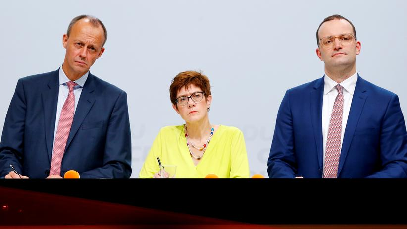 Regionalkonferenz in Düsseldorf: Friedrich Merz (links), Annegret Kramp-Karrenbauer und Jens Spahn auf der CDU-Regionalkonferenz in Düsseldorf