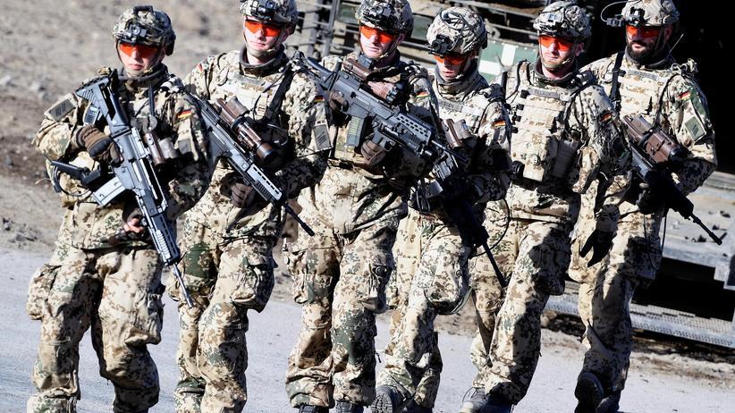 Streitkräfte: Soldaten der Bundeswehr während einer Übung in Münster
