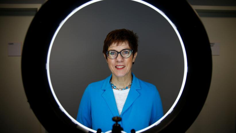 Merkel-Nachfolge: Annegret Kramp-Karrenbauer ruft CDU zur Geschlossenheit auf