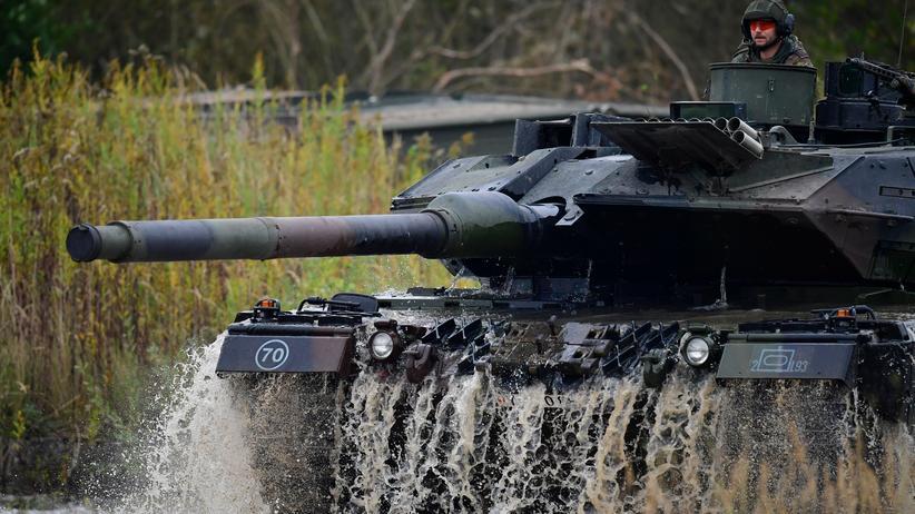Ursula von der Leyen: Ein Leopard-2-Panzer der Bundeswehr
