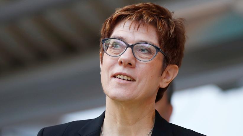 """Annegret Kramp-Karrenbauer: CDU-Chefin nennt Streit über Tempolimit """"Phantomdebatte"""""""