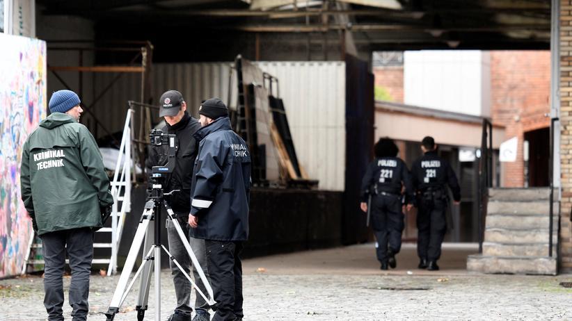 Frank Magnitz: Polizisten am Tatort in Bremen.
