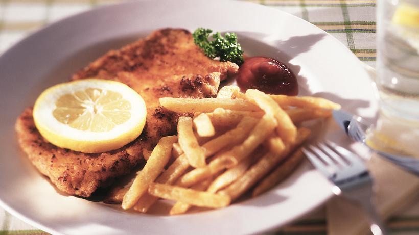 Ernährung: Für viele Deutsche gehört Schnitzel immer noch regelmäßig auf den Tisch.