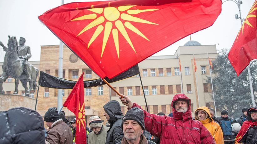 Mazedonien: Mazedonisches Parlament beschließt Namensänderung