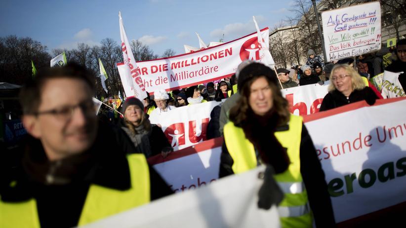 """Sammlungsbewegung: Anhängerinnen und Anhänger der Sammlungsbewegung Aufstehen während einer Demonstration unter dem Motto """"Wir haben Agrarindustrie satt!"""" am 19. Januar in Berlin"""