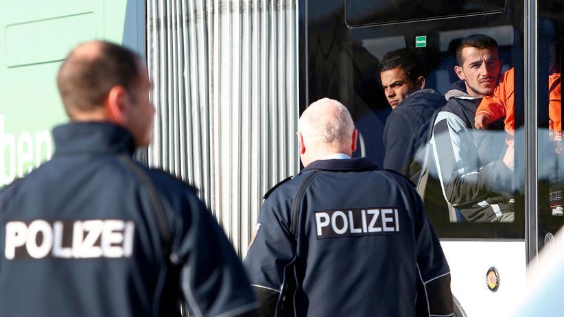 Asyl: SPD kritisiert Horst Seehofers Abschiebepläne