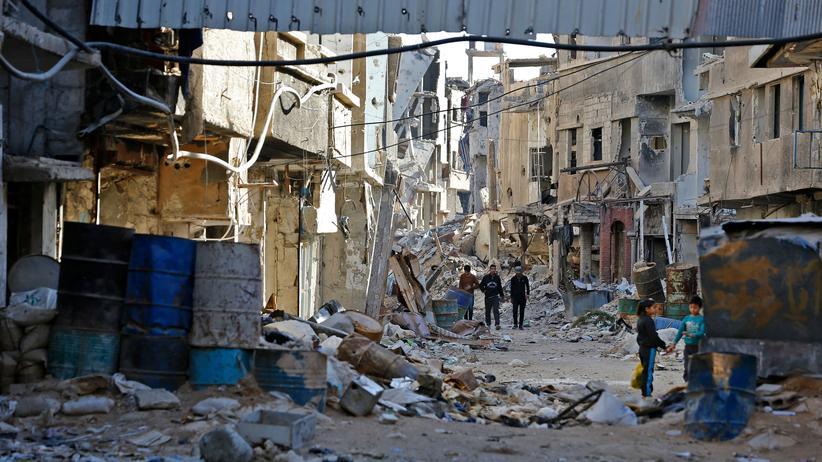 Asylpolitik: Straßenszene im November im vom Krieg zerstörten Stadtteil Tadamon südlich der syrischen Hauptstadt Damaskus