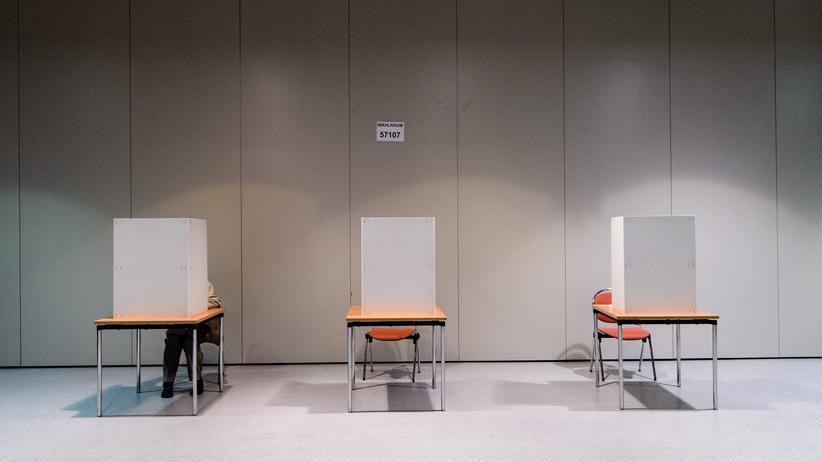 """Bundesverfassungsgericht: Bislang sind unter anderem Menschen vom Wahlrecht ausgeschlossen, für die ein Betreuer """"in allen Angelegenheiten"""" bestellt ist."""