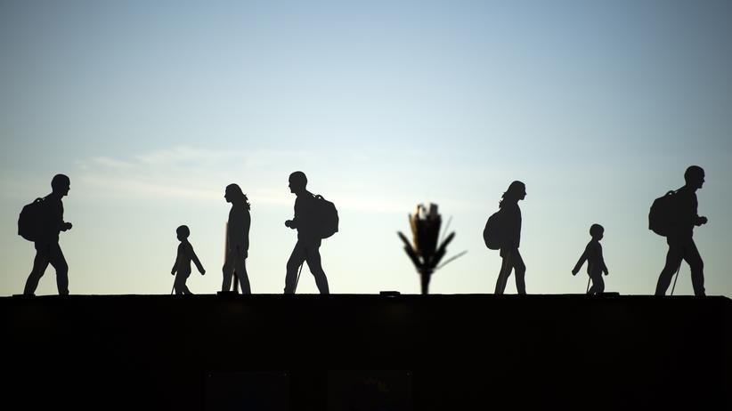 Asylpolitik: Eine Kunstinstallation in Marrakesch zeigt die Silhouetten von Migranten.