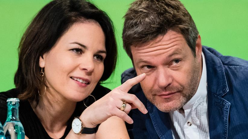 Mitgliederzahlen: Robert Habeck und Annalena Baerbock, die beiden Ko-Vorsitzenden der Grünen, auf einem Parteitag in Leipzig: Ihre Partei verzeichnet so viele Mitglieder wie noch nie seit ihrer Gründungsphase.