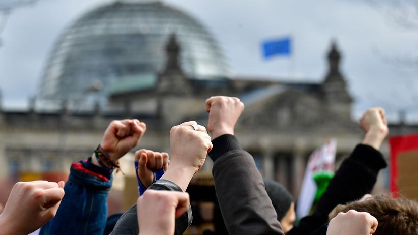 Jugend und Politik: Jugendliche fordern mehr politische Mitbestimmung