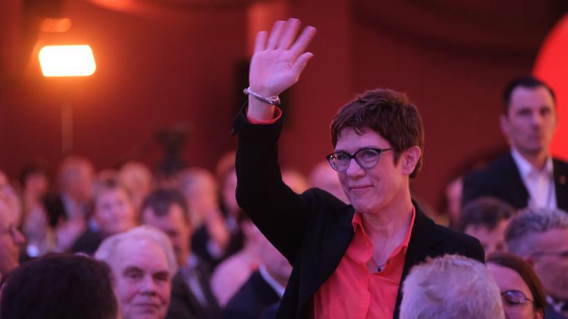 Politbarometer: Mehrheit zweifelt an Kramp-Karrenbauers Eignung als Kanzlerin