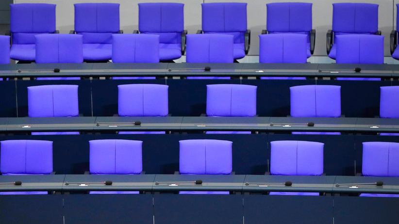 Bundestag: Bei Abwesenheit darf zumindest die Kostenpauschale für Bundestagsabgeordnete gekürzt werden.