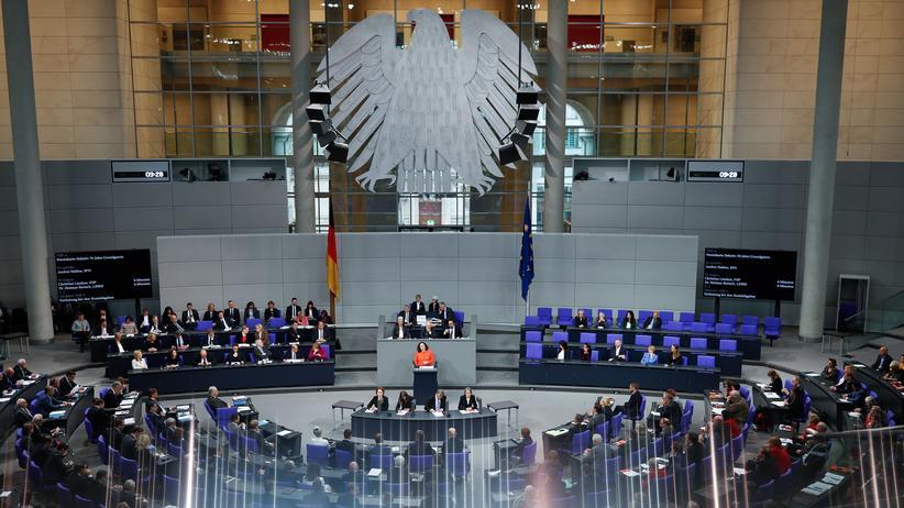70 Jahre Grundgesetz: Parlamentarier fordern Weiterentwicklung der Verfassung