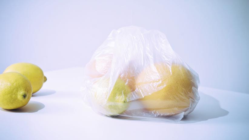 Plastikmüll: Die dünnen Beutel für Obst oder Gemüse im Supermarkt sind weiterhin kostenlos.
