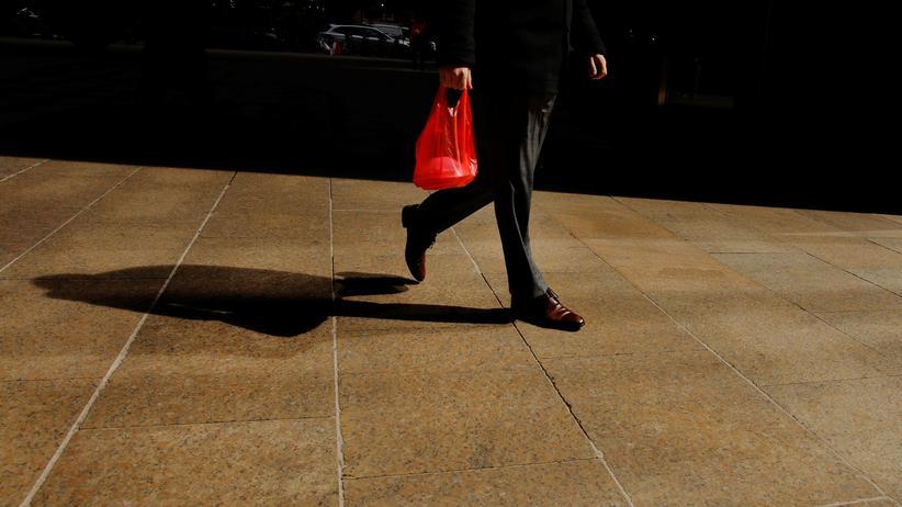 Plastikmüll: Deutsche verwenden weniger Plastiktüten