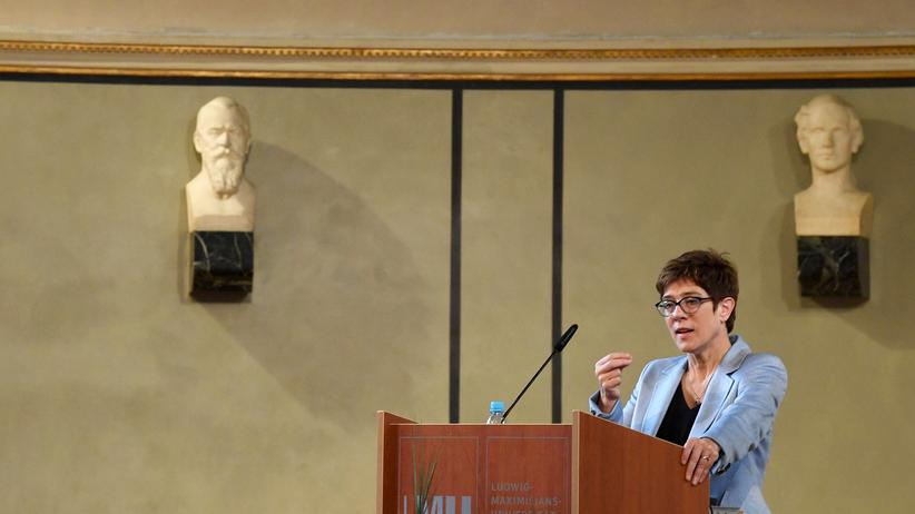 CDU: Die CDU-Vorsitzende Annegret Kramp-Karrenbauer auf der Jahresversammlung des Ifo-Instituts in München