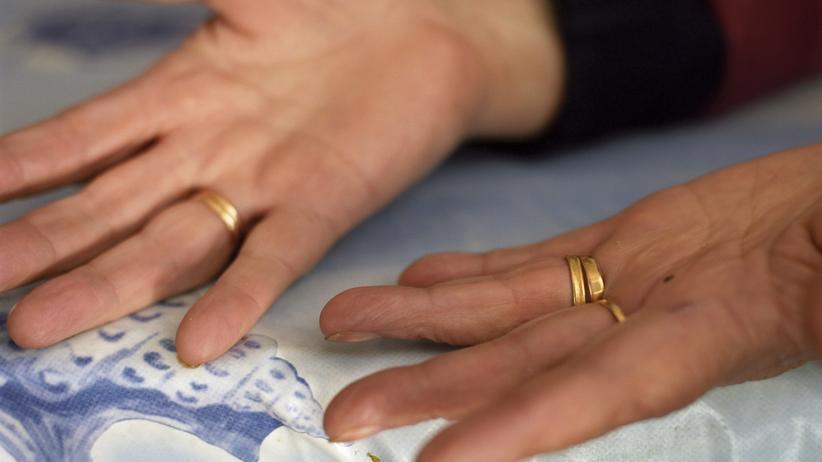 Deutsche Staatsangehörigkeit: Wer die deutsche Staatsbürgerschaft erlangen will, darf nicht mehr als einen Ehepartner haben.