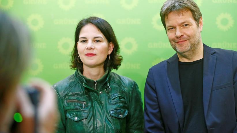 Forsa-Umfrage: Die Vorsitzenden Annalena Baerbock (links) und Robert Habeck wären mit den Grünen laut einer Umfrage stärkste Kraft im Bundestag, wenn jetzt gewählt würde.