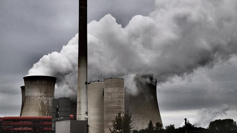 Klimaschutz: Das Braunkohlekraftwerk Garzweiler. Der Kohleausstieg ist nur mit begleitenden Maßnahmen gut fürs Klima, warnen Forscher.