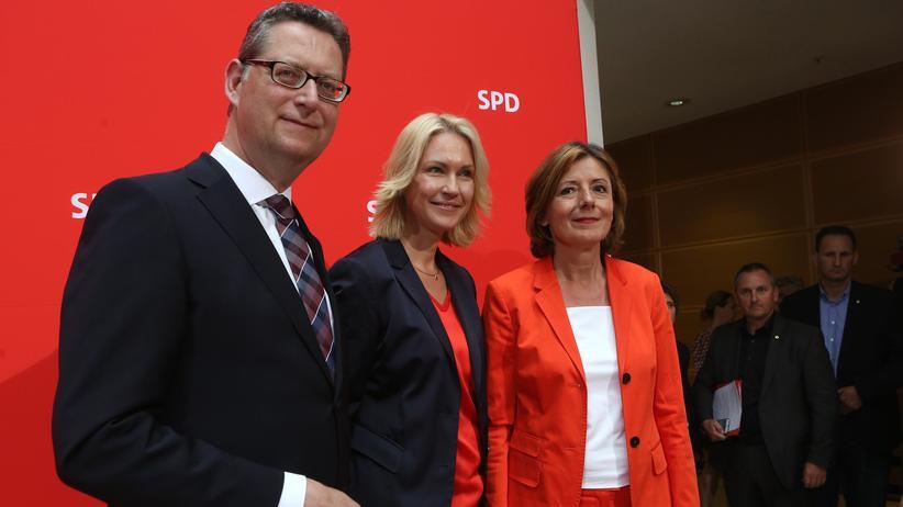 Sozialdemokratie: Interimsführungstrio der SPD: Thorsten Schäfer-Gümbel, Manuela Schwesig und Malu Dreyer Anfang Juni im in Berlin