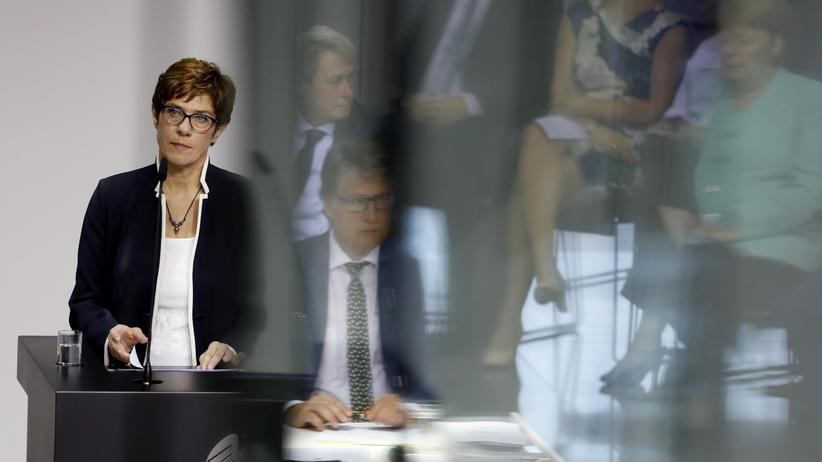 """Annegret Kramp-Karrenbauer: """"Am Nato-Ziel halte ich fest"""""""