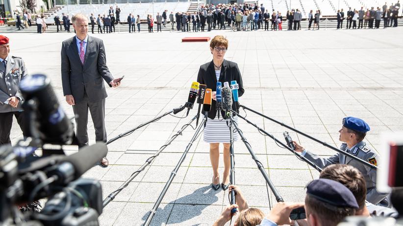 CO2-Preis: CDU-Parteichefin Annegret Kramp-Karrenbauer nach ihrer Ernennung zur Verteidigungsministerin.