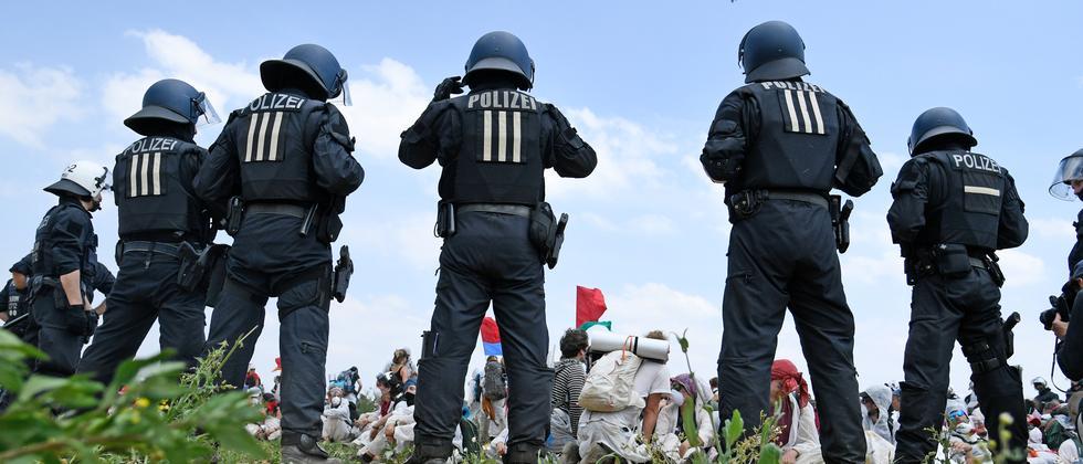 Verfassungsfeindlichkeit: Grüne fordern Erfassung von Extremismusfällen bei der Polizei
