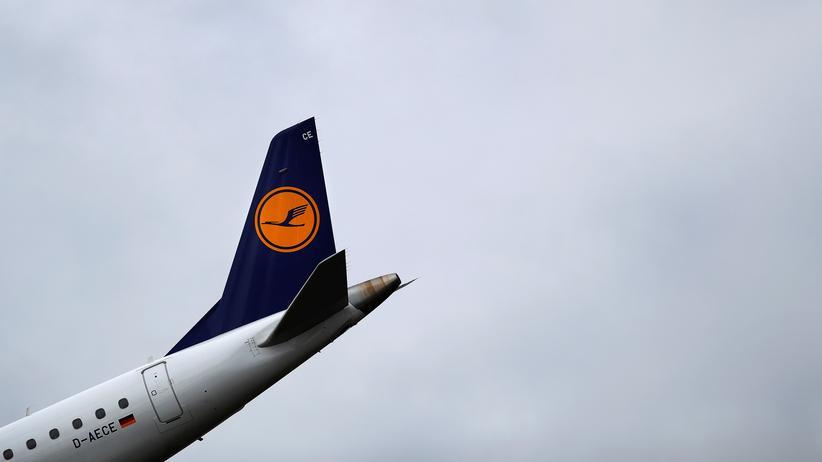 Umweltschutz: Lufthansa-Flugzeug bei der Landung in Frankfurt