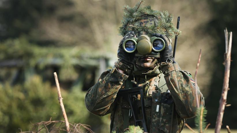 Verteidigungsministerium: Personalmangel und komplizierte Regelungen plagen die Bundeswehr.