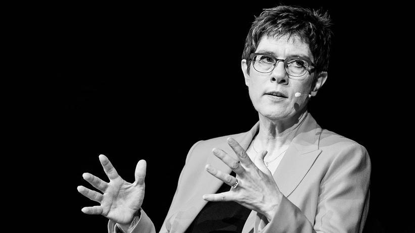 Annegret Kramp-Karrenbauer will Maaßen vorerst nicht treffen