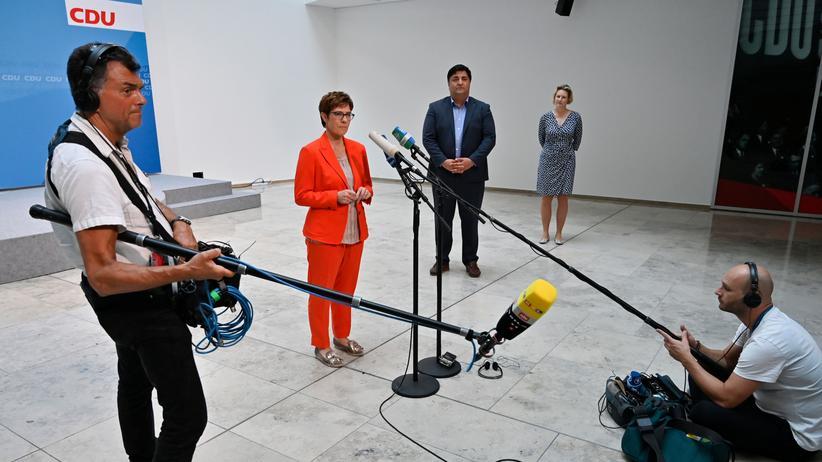 Annegret Kramp-Karrenbauer: Das wäre Merkel nie passiert