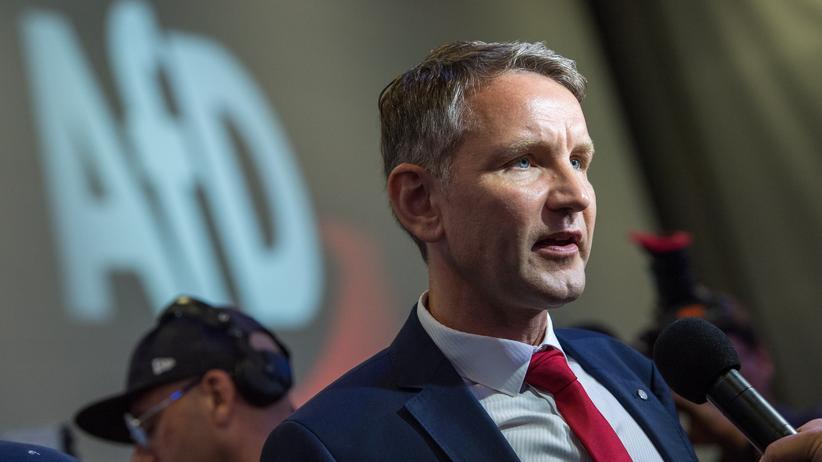 """LKA Thüringen: Björn Höcke gibt beim AfD-Bundeskongress Interviews. Höcke ist Spitzenkandidat der AfD-Thüringen und Wortführer des völkischen, rechtsnationalen """"Flügels"""" der AfD."""