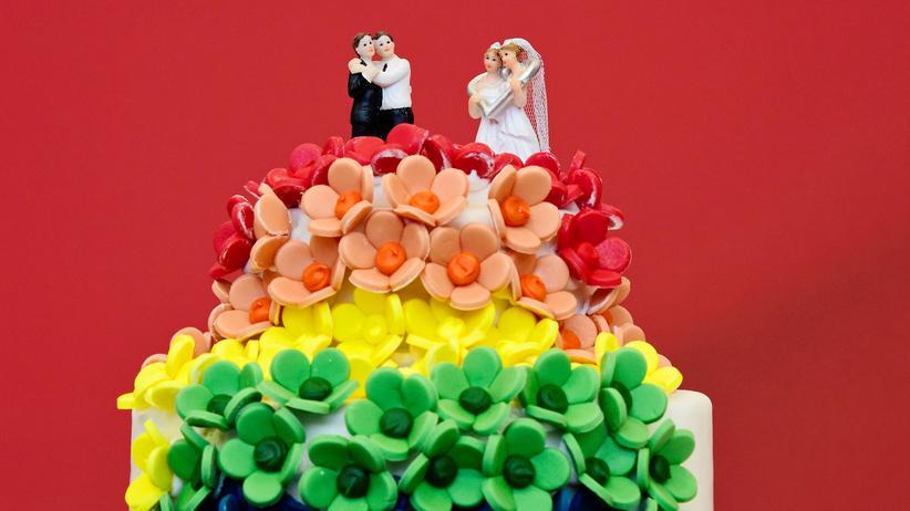 Homosexualität: Seit Oktober 2017 können homosexuelle Paare eine Ehe nach den gleichen rechtlichen Voraussetzungen schließen wie Mann und Frau. Zuvor war für gleichgeschlechtliche Paare nur eine eingetragene Lebenspartnerschaft möglich.