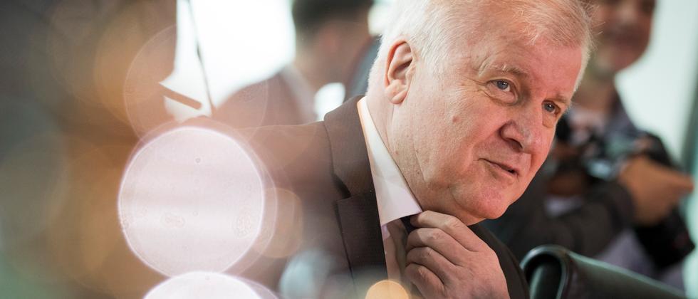 Bundesinnenministerium: Horst Seehofer unterstützt staatliche Seenotrettung