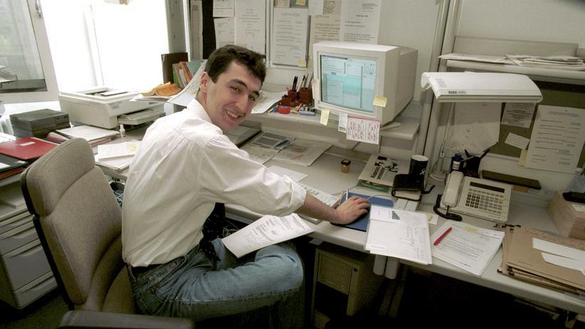 Chancengleichheit: Cem Özdemir, 1997, in seinem Bundestagsbüro