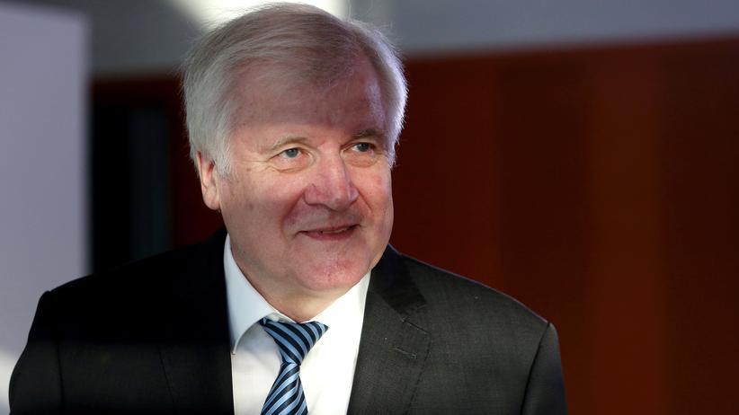 Innenminister: Horst Seehofer weist Kritik an Aufnahme von Flüchtlingen zurück