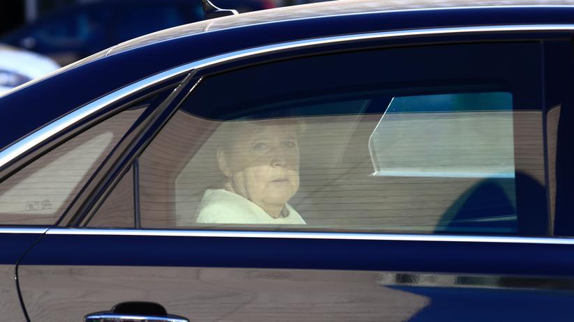 Klimapolitik: Bundeskanzlerin Angela Merkel auf dem Weg zu einem Treffen der CDU-Parteispitze nach den Landtagswahlen in Sachsen und Brandenburg
