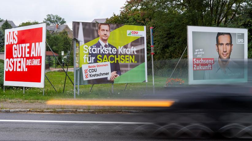 Landtagswahlen: Mit wem wird Ministerpräsident Michael Kretschmer (CDU, hier auf einem Wahlplakat in Kamenz) koalieren?