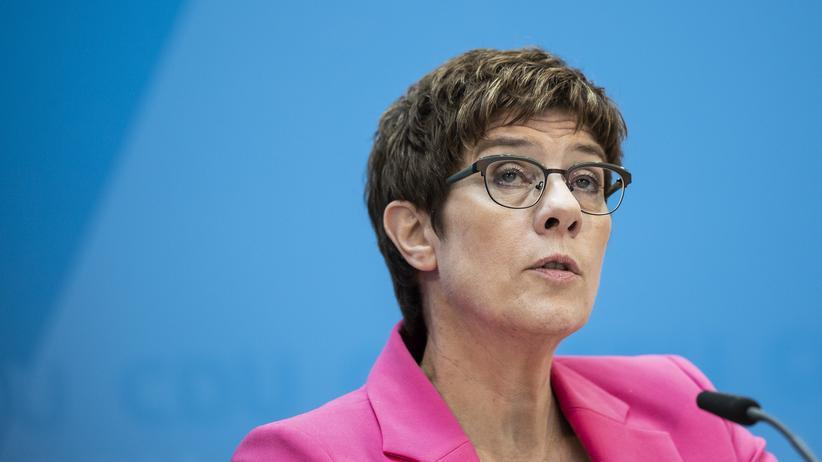 Annegret Kramp-Karrenbauer: Bundesverteidigungsministerin und CDU-Chefin Annegret Kramp-Karrenbauer kritisiert beim Deutschlandtag der Jungen Union die USA und Türkei für ihr Vorgehen in Nordsyrien.