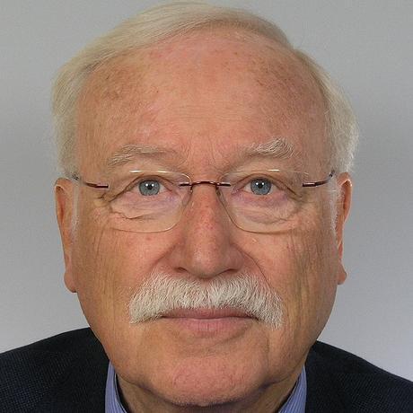 """Walter Mohr ist Mathematiker und Wirtschaftswissenschaftler. Er lehrte lange Zeit an der Universität Kiel und an der FH Flensburg Statistik und angewandte Mathematik, bevor er das Prognoseinstitut Prognosys für Wirtschafts-, Wahl- und Sportprognosen gründete. Zusammen mit Frank W. Püschel hat er 2018 das Buch """"Wahlprognosen – analysiert und hinterfragt"""" veröffentlicht."""